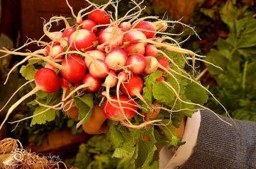 culinary-tours-morocco-souk-radish